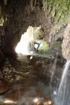 Petite grotte arrosée à la résurgence du canyoning du Val d'Angouire - Verdon