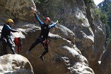 Descente en rappel de 25m en canyoning journée dans le canyon du Gros Riou entre Nice et les gorges du Verdon