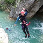 Saut toupie en canyoning près de Castellane et des Gorges du Verdon dans la clue de Saint-Auban