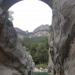 Passage sous le pont en canyoning initiation de la clue de la Cerise près de Nice
