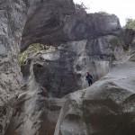 Au milieu de la roche en canyoning initiation de la clue de la Cerise près de Nice