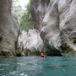 Nage en eaux chaudes lors du canyoning initiation de la clue de la Cerise près de Nice