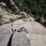 La fissure parfaite de la 8e longueur de Resistenza dans le massif des aiguilles de Bavella en Corse