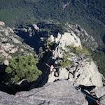 Dernière longueur (5c) de la grande voie Resistenza dans le massif des aiguilles de Bavella en Corse