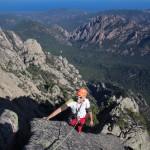 Au sommet de la voie Resistenza dans le massif de Bavella en Corse. Entre mer et montagne.