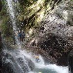 Un affluent au canyon de la Maglia rajoute un peu d'eau dans la rivière