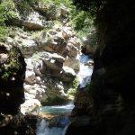 Succession de cascades en canyoning près de Cannes dans le Loup