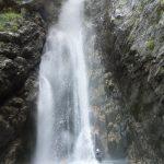 Grande cascade vue du bas en canyoning dans le moulin de Roubion près d'Isola 2000