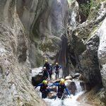 Marche en canyoning lors du parcours de la clue de la Maglia